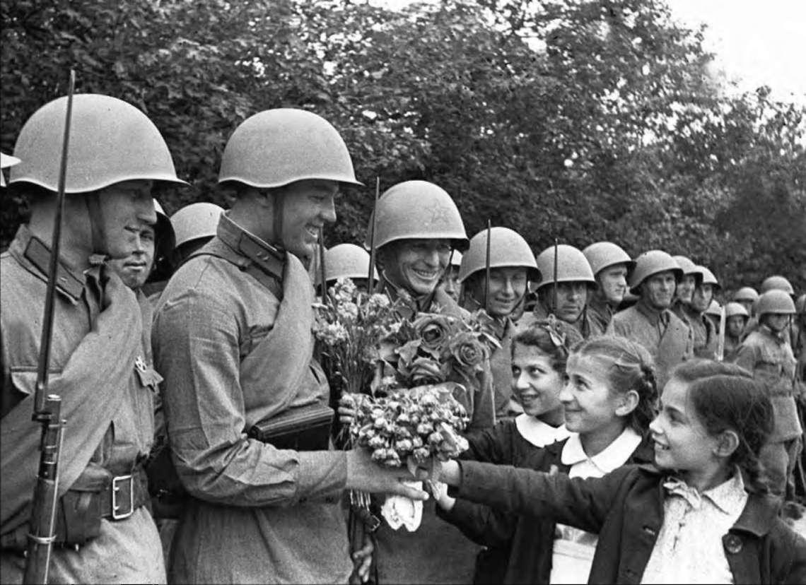4 апреля 1944 - РККА отрезала одесской группировке фашистов пути отхода в Румынию. - скачать картинку.