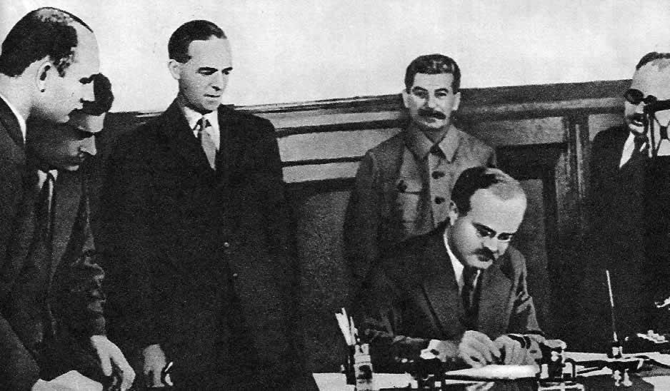 Как вы считаете почему был заключен советско-германский пакт о ненападении