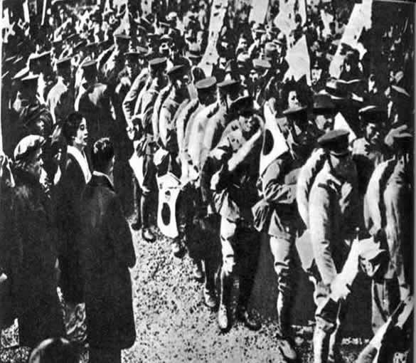 Отряд японских войск отправляется в