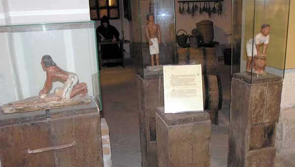 Процесс изготовления пива. Статуэтки 2800 года до н.э., Египет