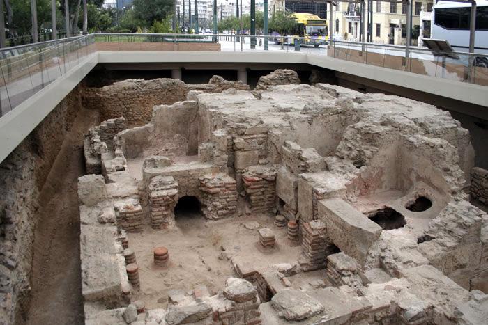 раскопки древних бань, найденных при строительстве метро в Афинах